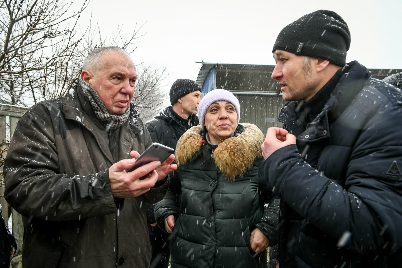 В Запорожской области эксперты по радиологии начали отбирать пробы в селе, где планируют построить каолиновый карьер, фото-15