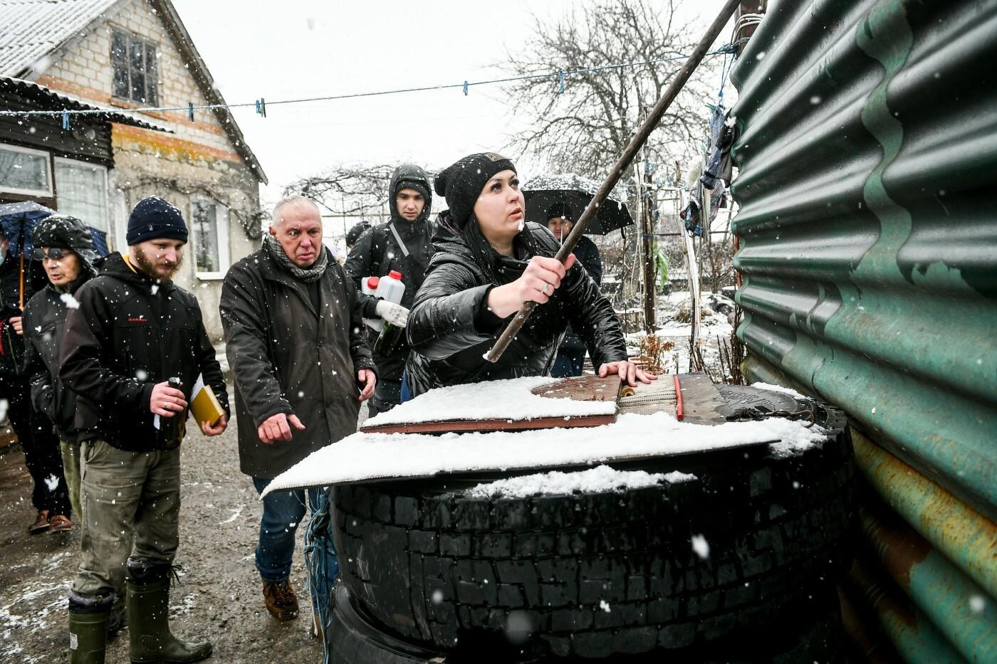 В Запорожской области эксперты по радиологии начали отбирать пробы в селе, где планируют построить каолиновый карьер, фото-12