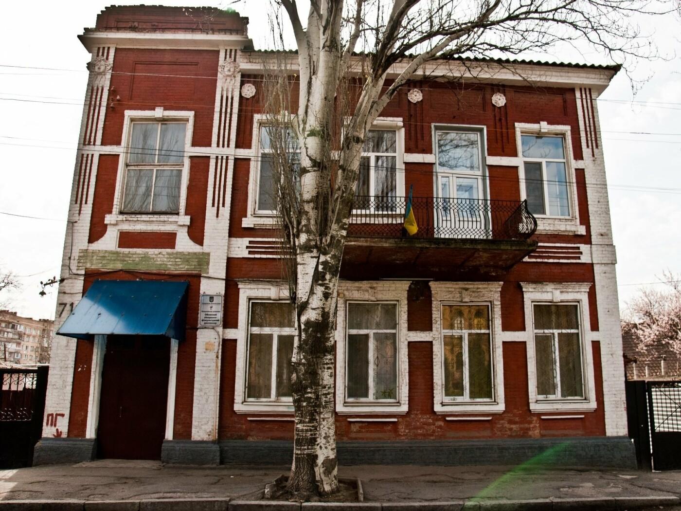 Здания с маскаронами: где в Запорожье можно увидеть интересные декоративные детали, - ФОТО , фото-1