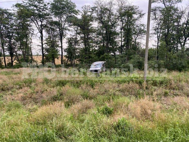izobrazhenieviber2021 06 2510 25 07 60d5b013a0cb3 - В Запорожской области слетел в кювет и перевернулся микроавтобус: в ДТП пострадала 38-летняя женщина