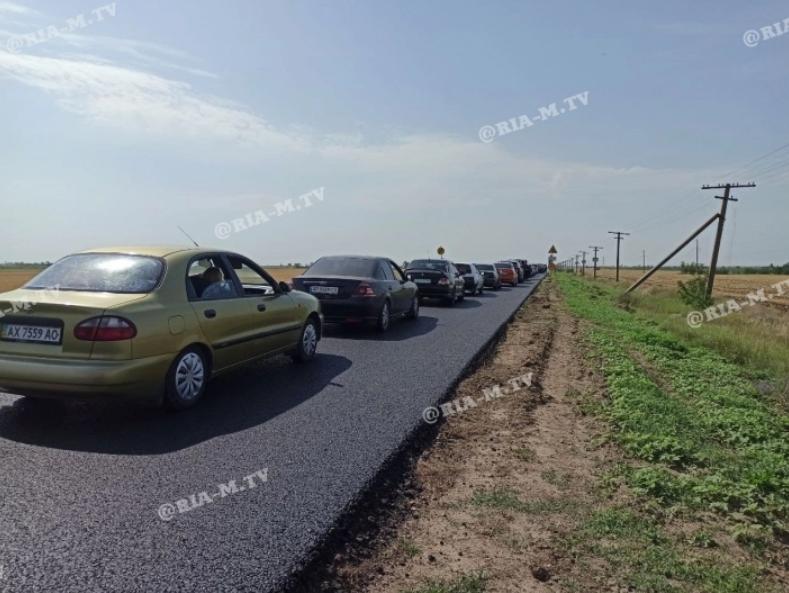 4 60d70340e6678 - По дороге на запорожский курорт образовались большие пробки из-за наплыва отдыхающих и ремонтных работ