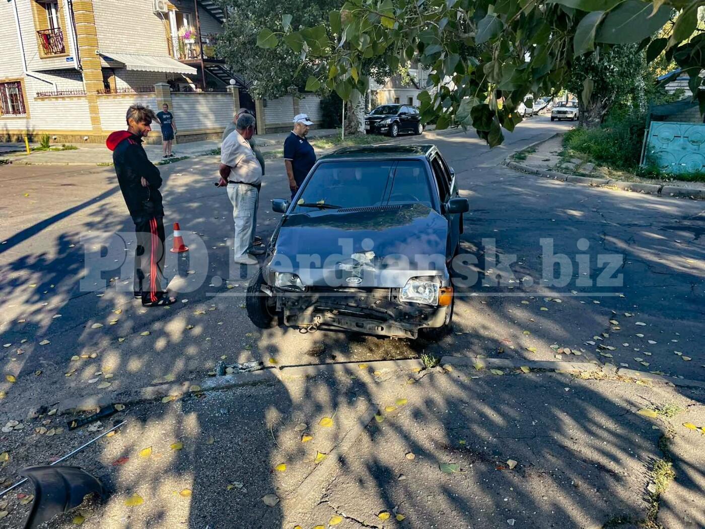 izobrazhenieviber2021 08 0607 52 10 297 610ce07f7098a - В Бердянске не поделили дорогу легковые автомобили: в ДТП пострадал подросток из Харьковской области