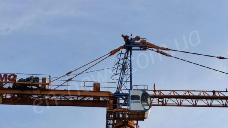 1 613ef59a8bd2e - В Энергодаре мужчина угрожал спрыгнуть со строительного крана, - ФОТО