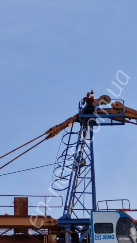2 613ef59b2de80 - В Энергодаре мужчина угрожал спрыгнуть со строительного крана, - ФОТО